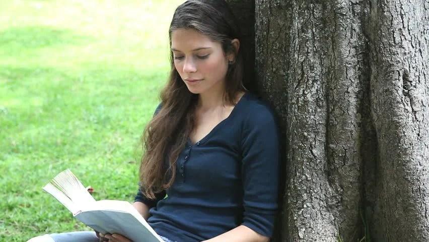 Αποτέλεσμα εικόνας για pretty woman reading books
