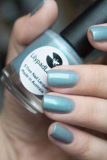 Lilypad Lacquer_Out in space_Aurora borealis_04