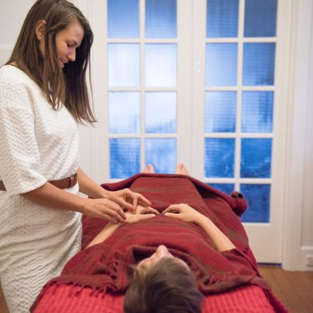 Ilana Sowter Acupuncture administering acupuncture Auckland