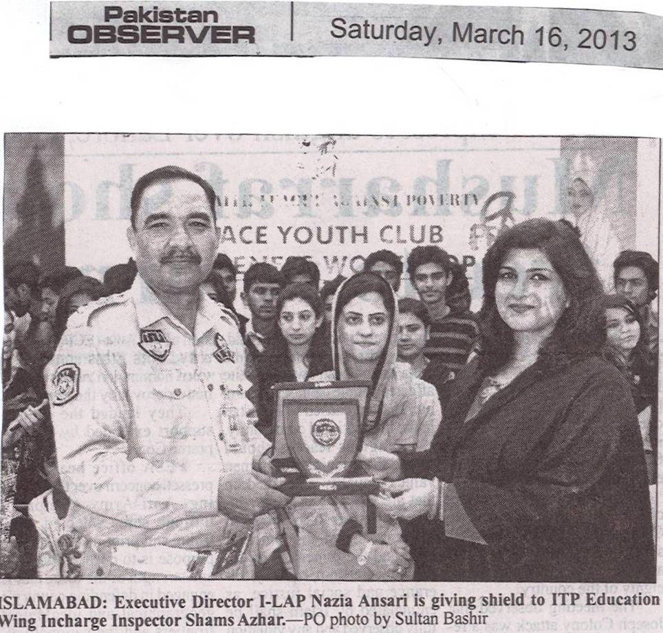 Executive Director I-LAP Nazia Ansari is giving shield to ITP Education Wing Incharge Inspector Shams Azhar