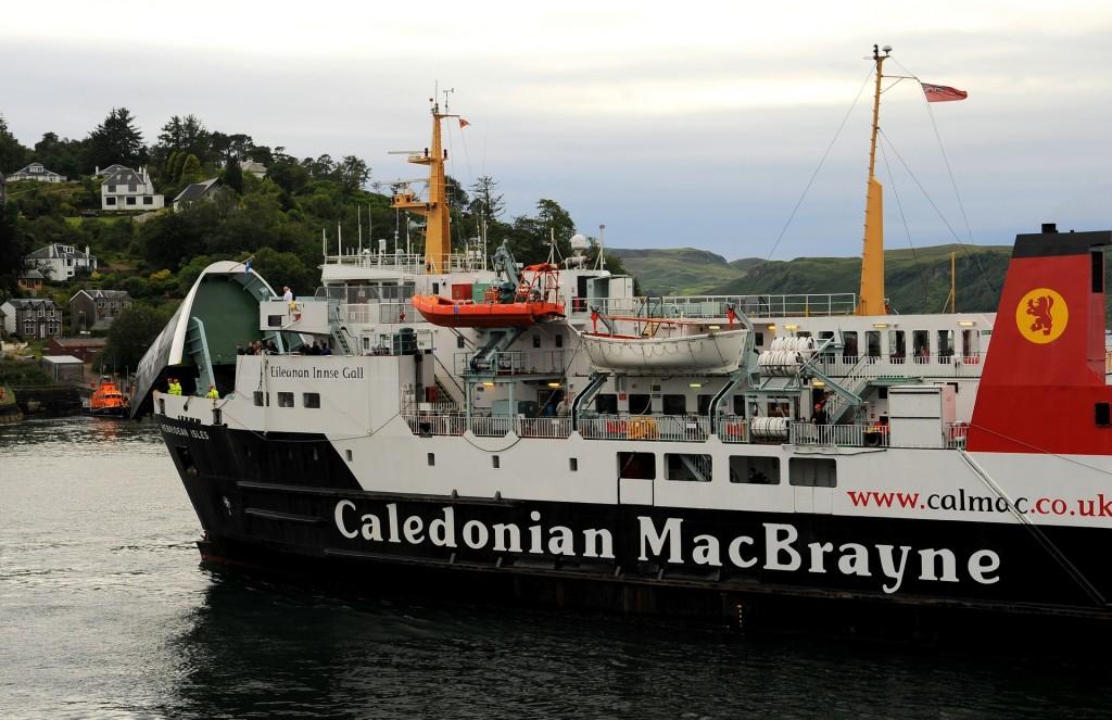 Un ferry pronto ad attraccare nel porto di OBAN