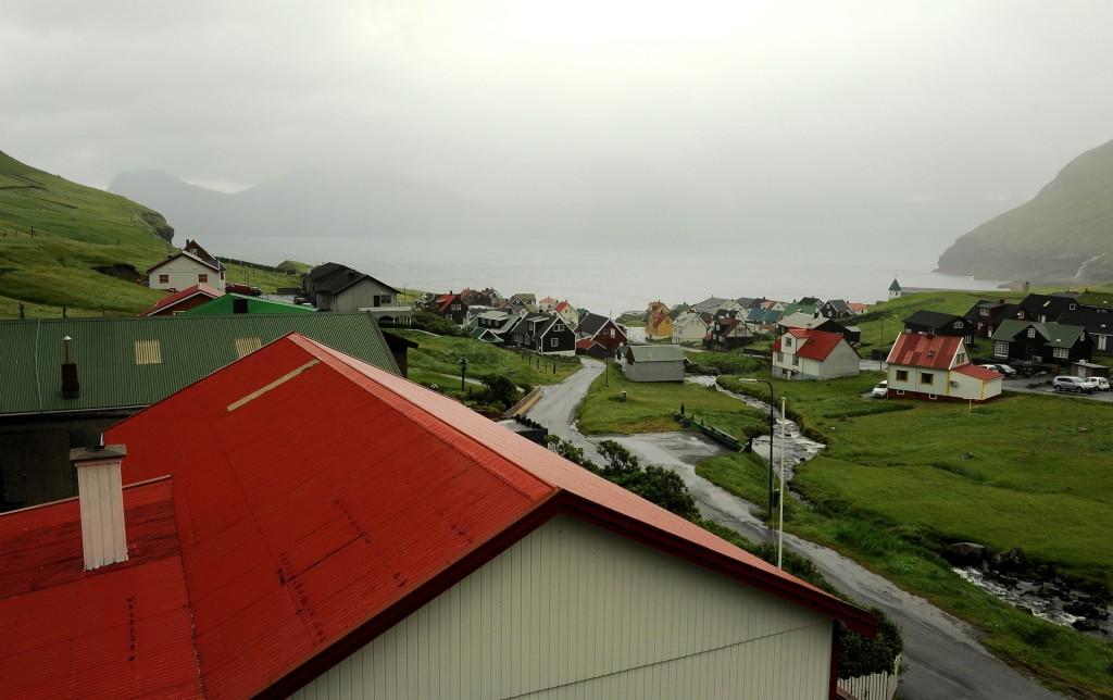 Un nebbioso panorama del villaggio dalla GJAARGARDUR guest house