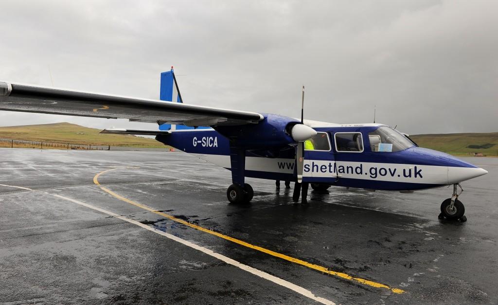 Il nostro velivolo sulla pista dell'aeroporto di TINGWALL, in attesa del decollo per la FAIR ISLE
