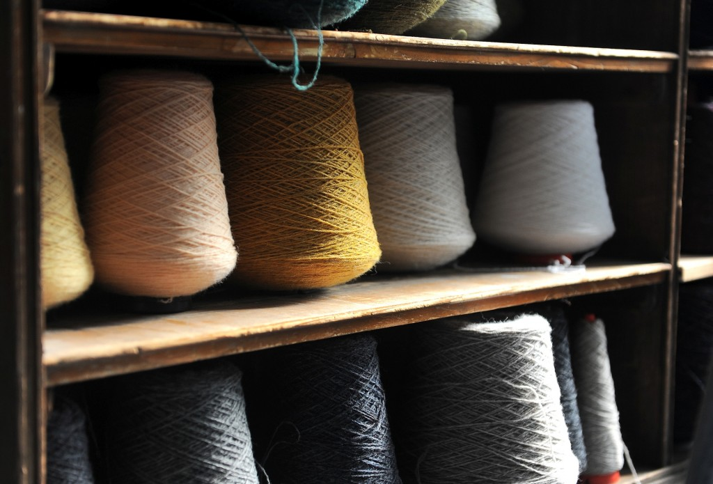 La pregiata lana delle SHETLAND pronta per essere lavorata secondo tecniche tradizionali