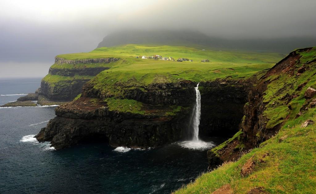 La spettacolare cascata di GASADALUR