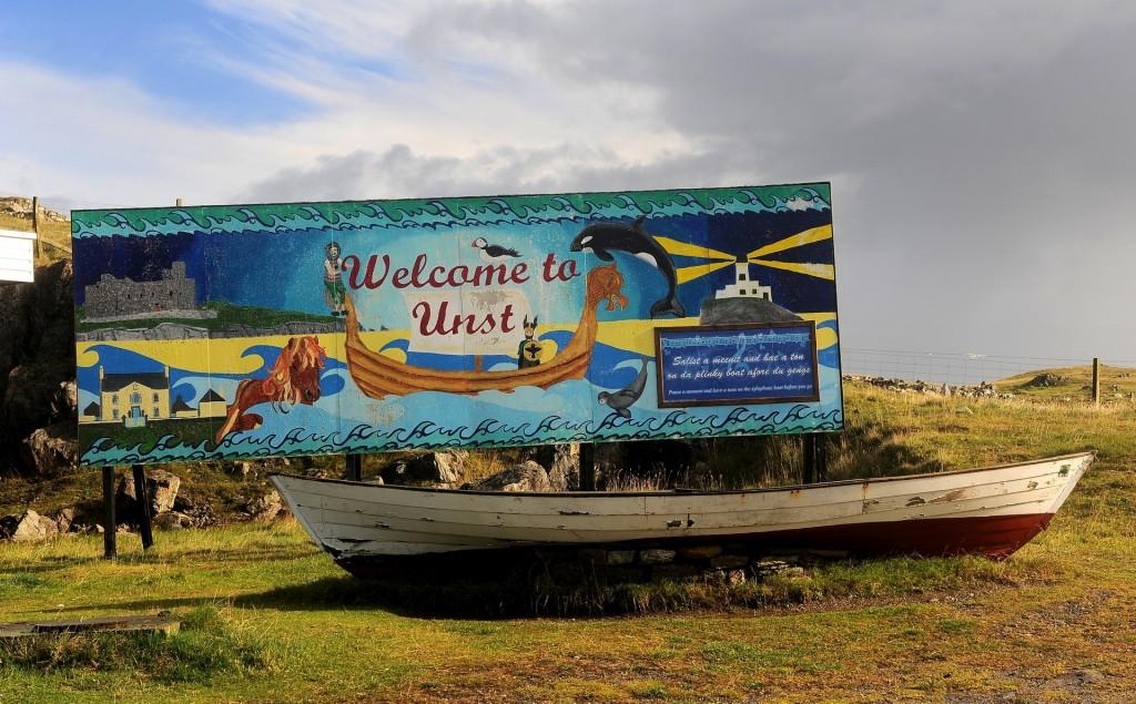 Il cartello di benvenuto a UNST