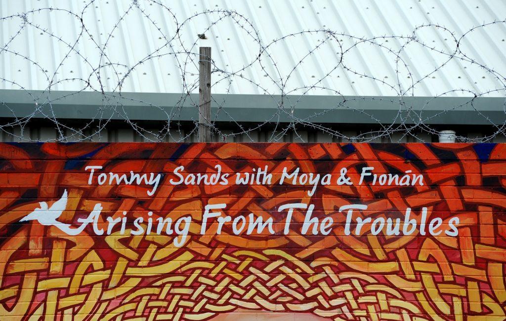 """Uno dei tanti murales nel quartiere cattolico, dipinto sulle """"PEACE LINES"""""""