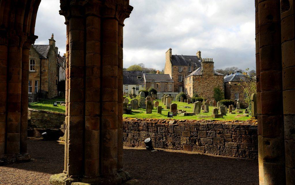 Il cimitero visto dall'interno dell'abbazia