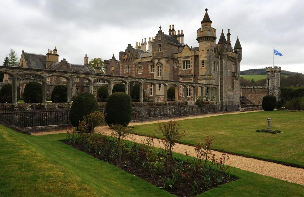 ABBOTSFORD HOUSE nella classica vista dal giardino