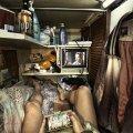"""Le """"case bara"""" di Hong Kong: il volto disumano della città"""