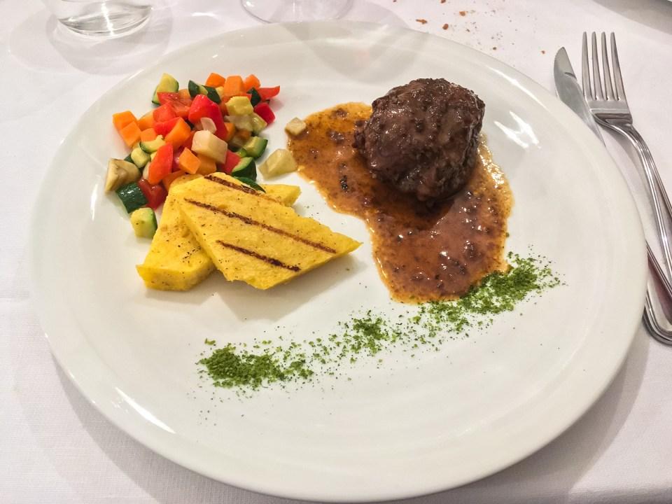 Guancetta di maiale condita con salsa al tartufo nero estivo