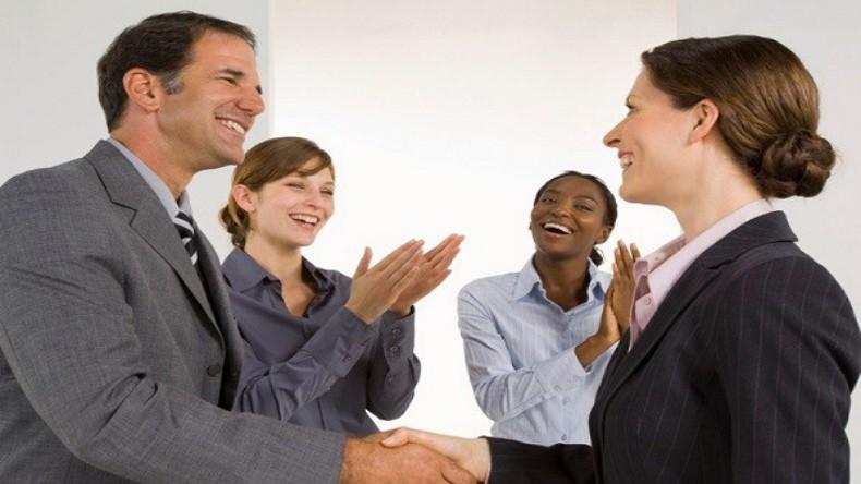 Como Fazer Amigos e Influenciar Pessoas | Aprecie com Elogios