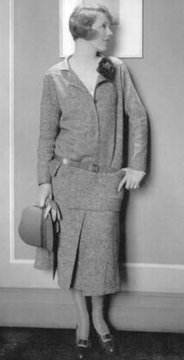 Ina Claire en tweed Chanel