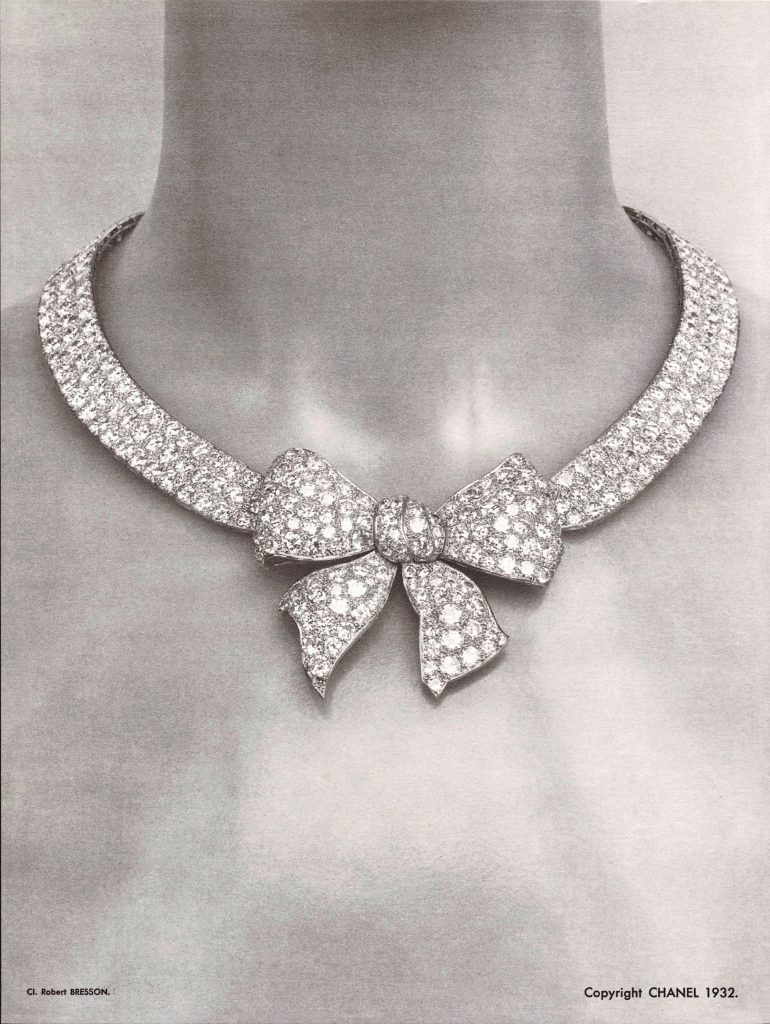 collier noeud chanel 1932