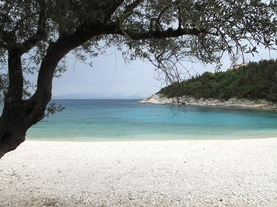 Emplusi-beach - Road trip en Céphalonie par Il etait une veggie