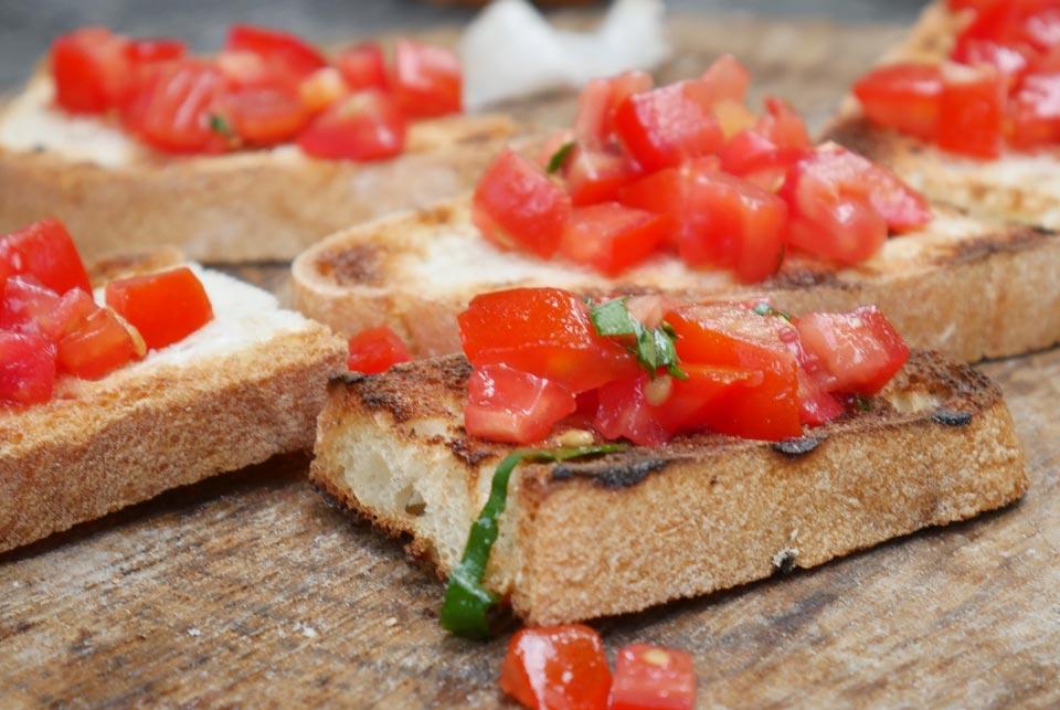 Apéro veggie bruschetta tomate iletaituneveggie.com