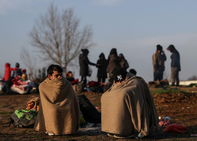 La Grecia spara sui migranti a bordo di un gommone: il video