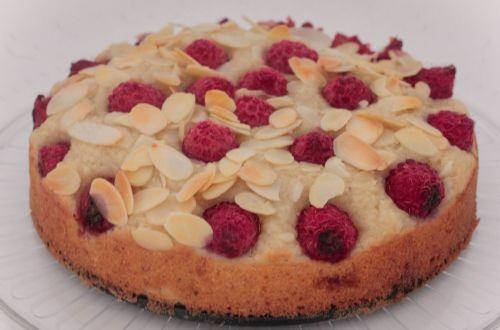torta-vegan-lamponi-mandorle