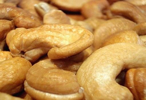 """يحتوى الكاجو على عناصر غذائية هامة مثل مضادات الأكسدة، والفيتامينات والمعادن التى تمد الجسم بفوائد صحية عديدة، حسب ما ذكره الموقع الهندى """" stylecraze""""."""