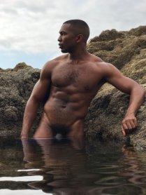 sean parado en el agua