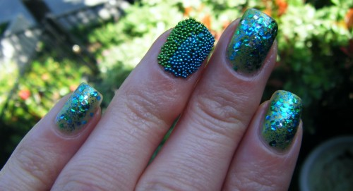 fish egg manicure