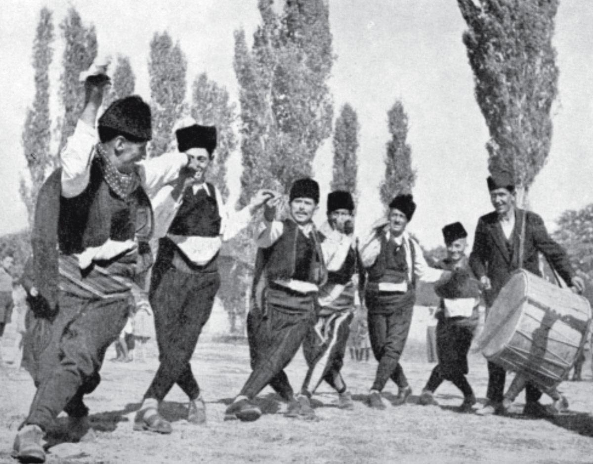 """Битолска старска група Оро """"Чифте чамче"""" Каталог """"Фестивали на народни песни и игри"""" Битола - Штип (11.10.1947 год.)"""