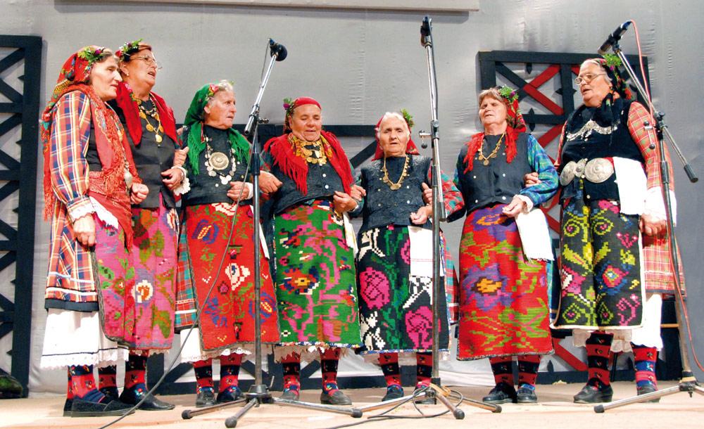 Женска пеачка група с. Склаве, Бугарија (2008 год.)