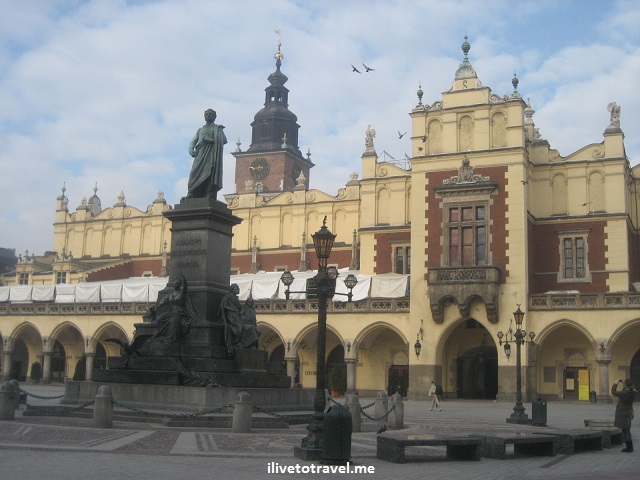 Krakow, Cracovia, main square, plaza, Poland, beautiful, statue
