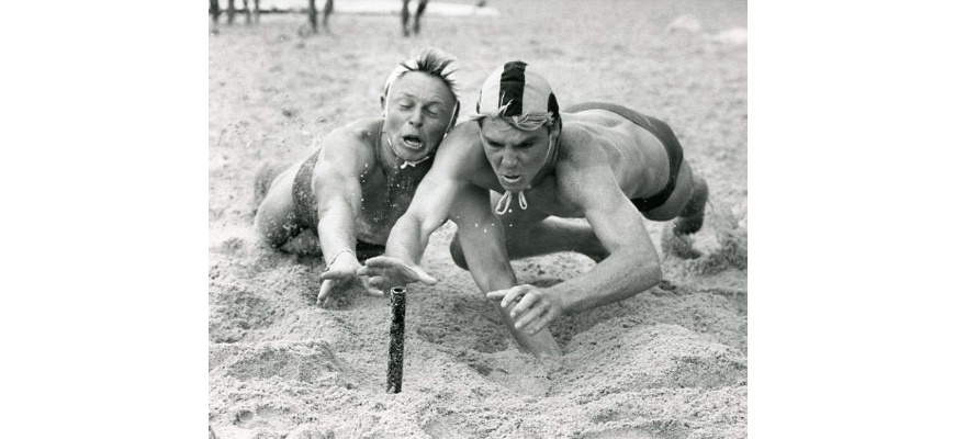 P26831 - Shayne Luck (right) of Bulli beats Stuart Boyle of Thirroul in the Under 18 beach flags event at the North Wollongong surf carnival, 1989