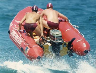 P27212 - Towradgi's rubber duckie (IRB) team in action at Wollongong City Beach - 2 February 1992