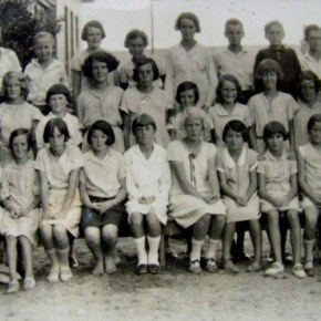 1932 - Rona (mother) in 6th Class Helensburgh P.S. 1932 8th form left in middle row