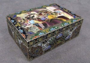 The 18th century Russian decorative box that Mr. Rabizadeh bid at $400,000
