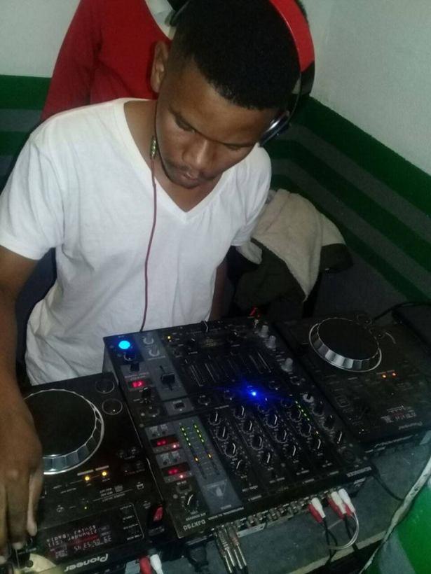 Chulumanco Godlo & Ricky Randar – uKhona ft. Dj Arthy (Fanatic Boyz)