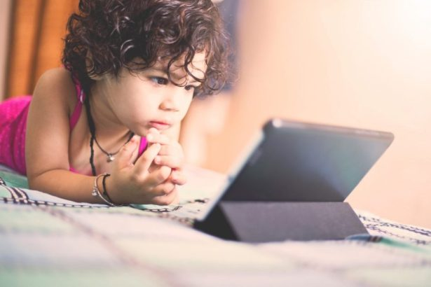 Children Who Spend Hours Daily In Front Of SCREENS Are At Risk 12 Different Types Of CANCER