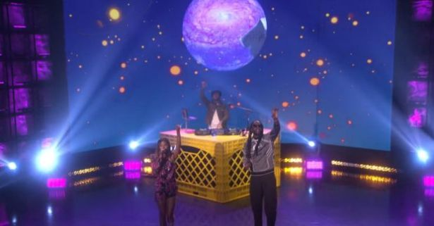 """WATCH: 2 Chainz & Amerie Perform """"Rule The World"""" On The Ellen Show"""