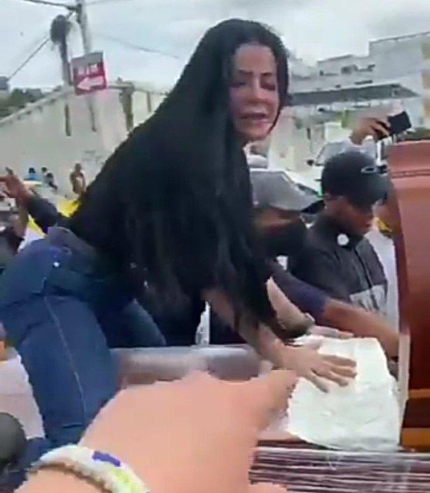 Woman twerks on top of half-opened coffin as funeral takes strange turn (video)