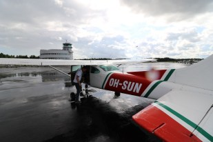 Mikkelin Laskuvarjokerho ry:n kone soveltuu kuormattavuuden puolesta hyvin elämyslentotoimintaan. Koneeseen mahtuu lentäjän lisäksi kolme matkustajaa.