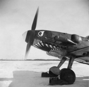 Bökellä oli silmää lentokoneille. Ainoa ilmavoimien hainkita - tässä Messerschmitt-hävittäjässä MT-422 - oli Hielmin tekemä!