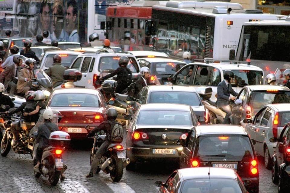 Risultati immagini per traffico