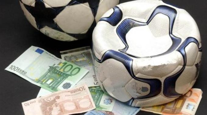 Risultati immagini per pallone e soldi