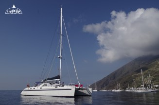 catamarano-isole-eolie-sicilia-1