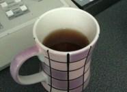 Irene invece è al lavoro. Ma una tazza di té non si nega a nessuno!