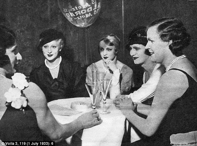 Travestiti al club Eldorado: nella Berlino della Repubblica di Weimar venivano celebrati, non nascosti.