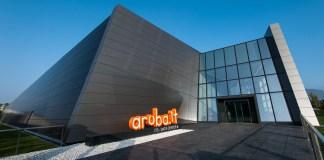 aruba cloud servizi sostenibilità facciata logo