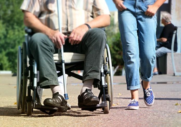accompagnatore disabili photo
