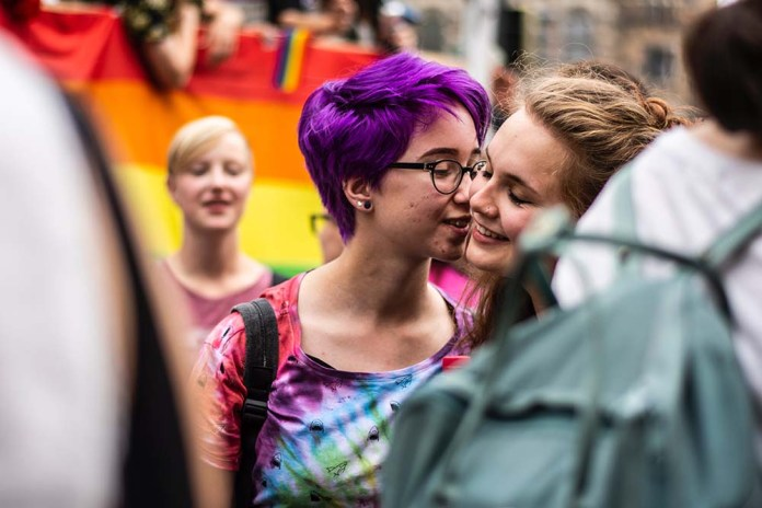 idahobit berlin 2019 pride kiss
