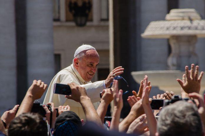 Il Papa respinge le dimissioni