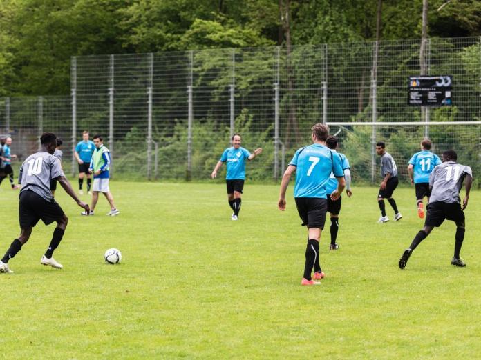 squadra di calcio composta da rifugiati (1)
