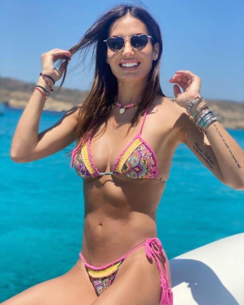 Elisabetta Gregoraci – Bellezza accecante in bikini!