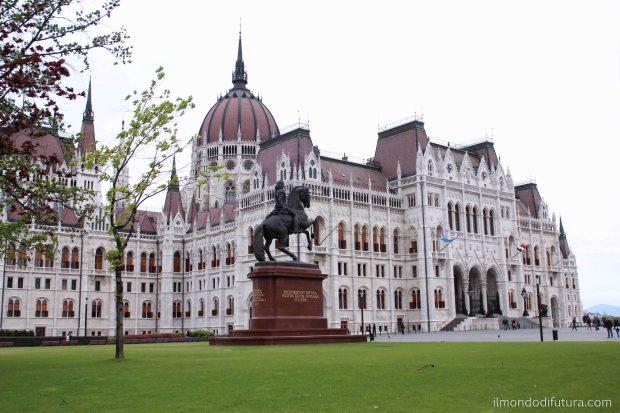 parlamento ungherese visita italiano